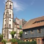 Umgebindehaus und Kirche in Leutersdorf.